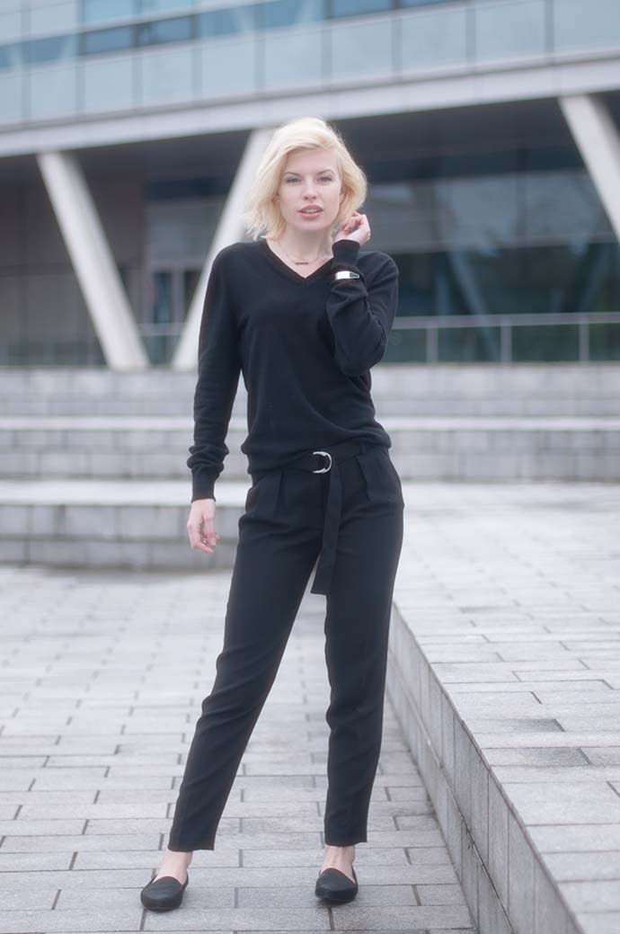 RED REIDING HOOD: Fashion blogger wearing high black suit pants mango vagabond loafers outfit