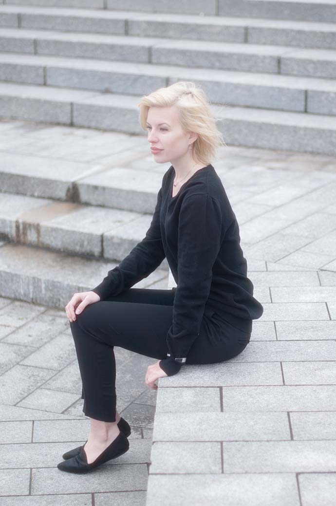RED REIDING HOOD: Fashion blogger wearing vagabond loafers outfit high waist  pants all black everything look