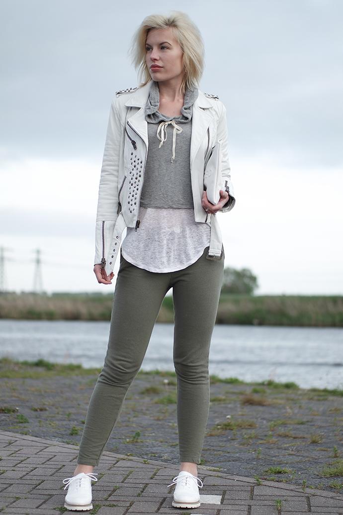 RED REIDING HOOD: Fashion blogger wearing tight skinny sweatpants zara white leather jacket cropped sweatshirt outfit