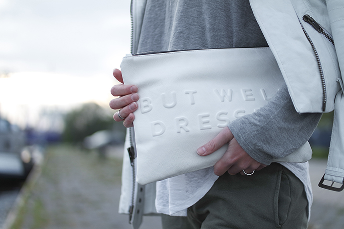 RED REIDING HOOD: Fashion blogger wearing stressed but well dressed clutch zara outfit details