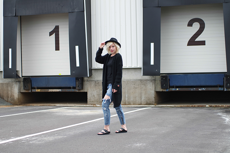 RED REIDING HOOD: Fashion blogger wearing ripped jeans one teaspoon birkenstocks snuggly cardigan outfit