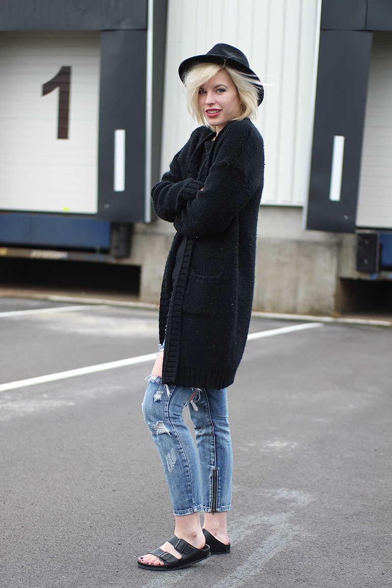RED REIDING HOOD: Fashion blogger wearing comfy snuggly chunky knit cardigan one teapsoon freebird jeans birkenstocks outfit