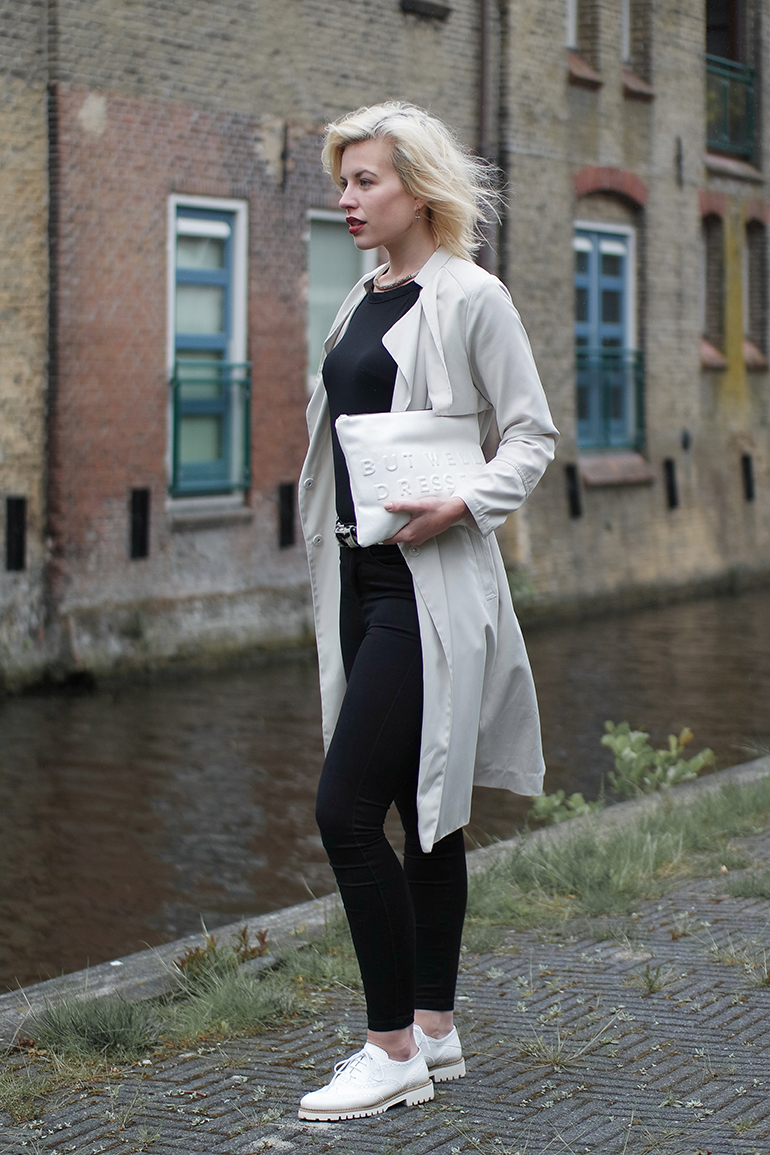RED REIDING HOOD: Fashion blogger wearing brogues trench coat zara clutch high waist skinny jeans outfit