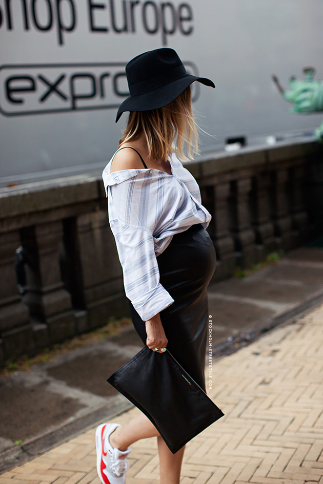 RED REIDING HOOD: Pregnant fashion blogger the fashion guitar maternity wear leather skirt inspiration