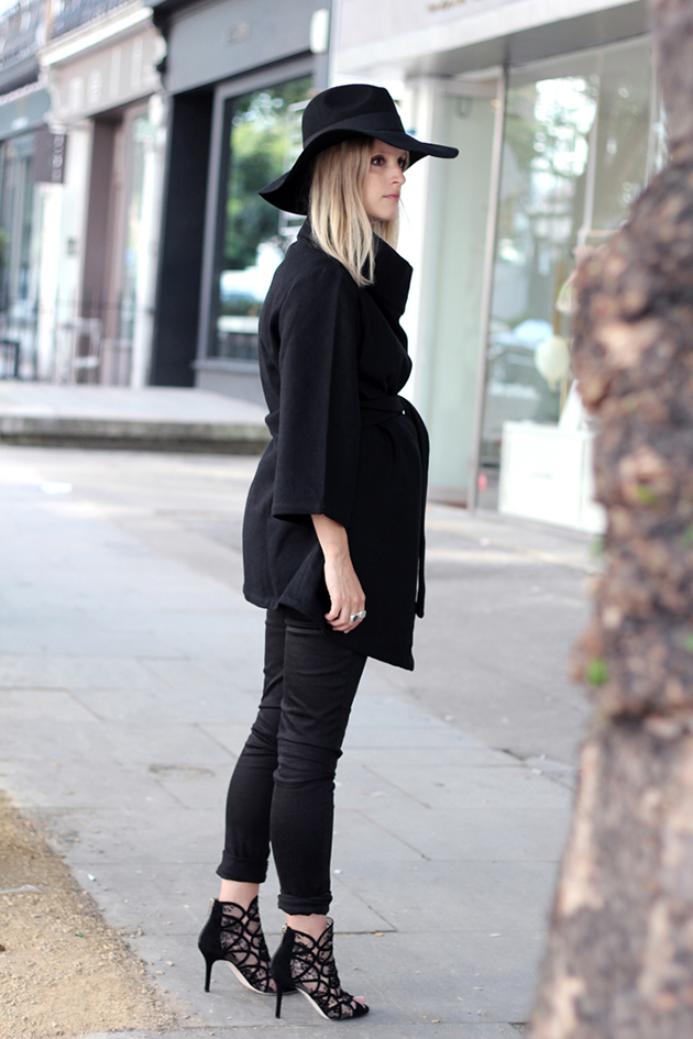 RED REIDING HOOD: Pregnant fashion blogger the fashion guitar charlotte groeneveld coat maternity wear inspiration