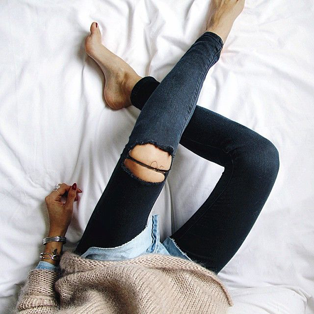 RED REIDING HOOD: Fashion inspiration ripped jeans outfit bed