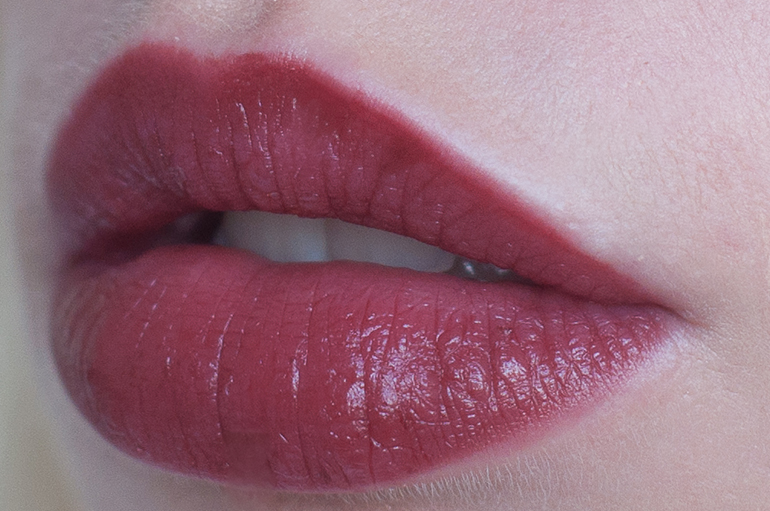 RED REIDING HOOD: Beauty blogger review clinique pop lip colour + primer cola swatch lips