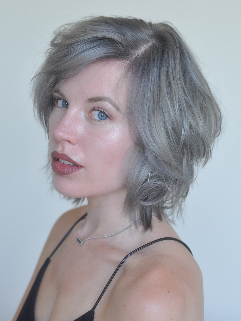 RED REIDING HOOD: Fashion blogger granny hair ash blonde silver lilac grey hair trend messy hair don't care coupe short hair
