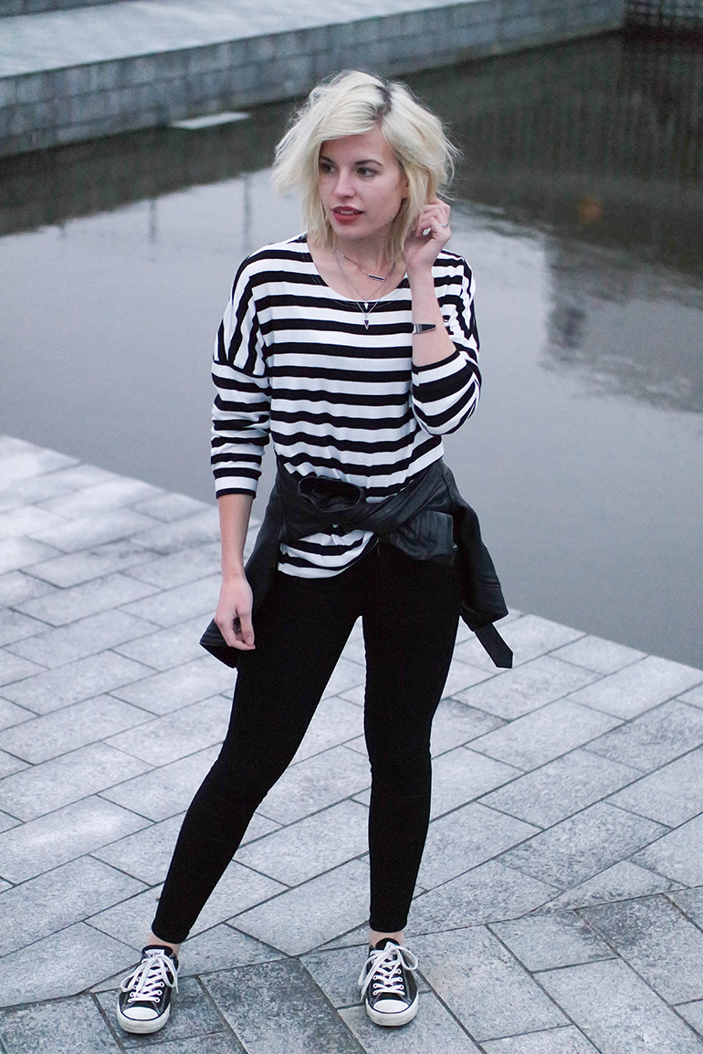 RED REIDING HOOD: Fashion blogger wearing stripes top skinny black jeans converse all stars outfit