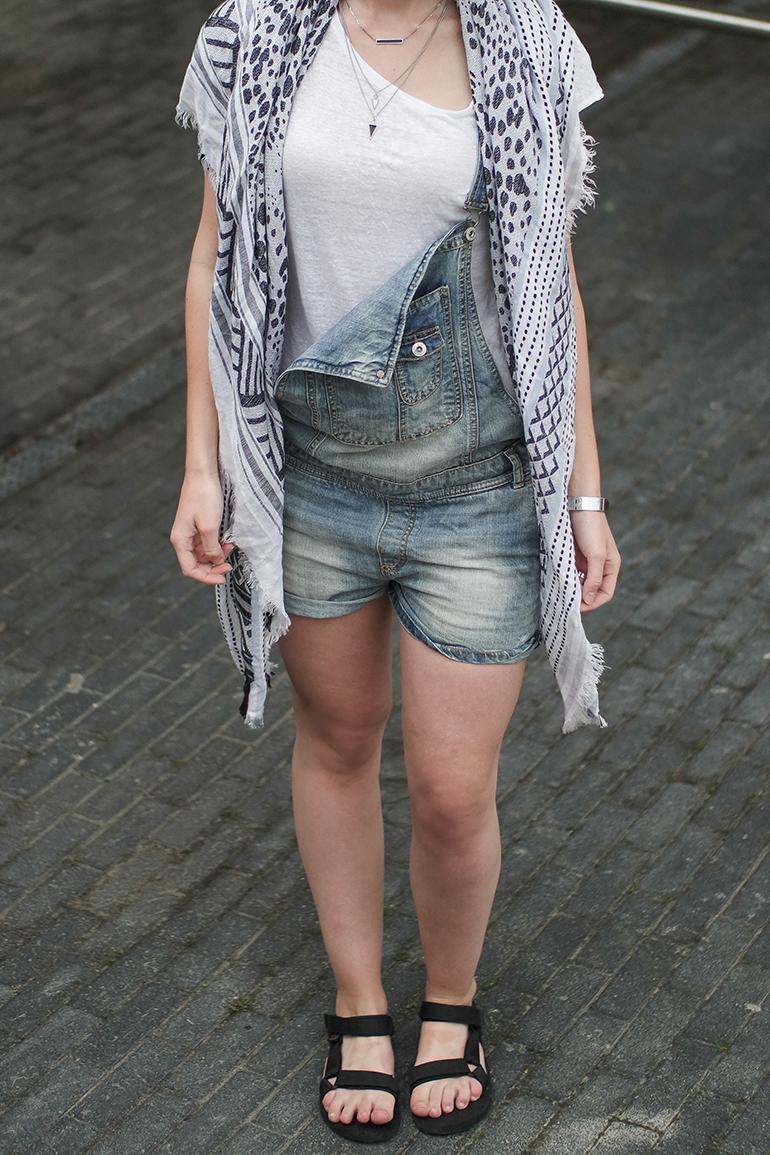 RED REIDING HOOD: Fashion blogger wearing denim dungarees zara scarf teva sandals outfit