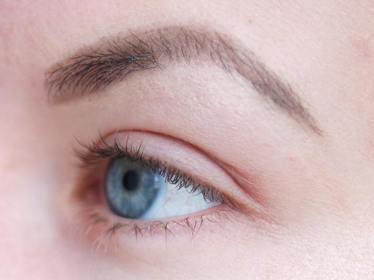 RED REIDING HOOD: Beauty blogger review mua mega volume mascara swatch before lashes