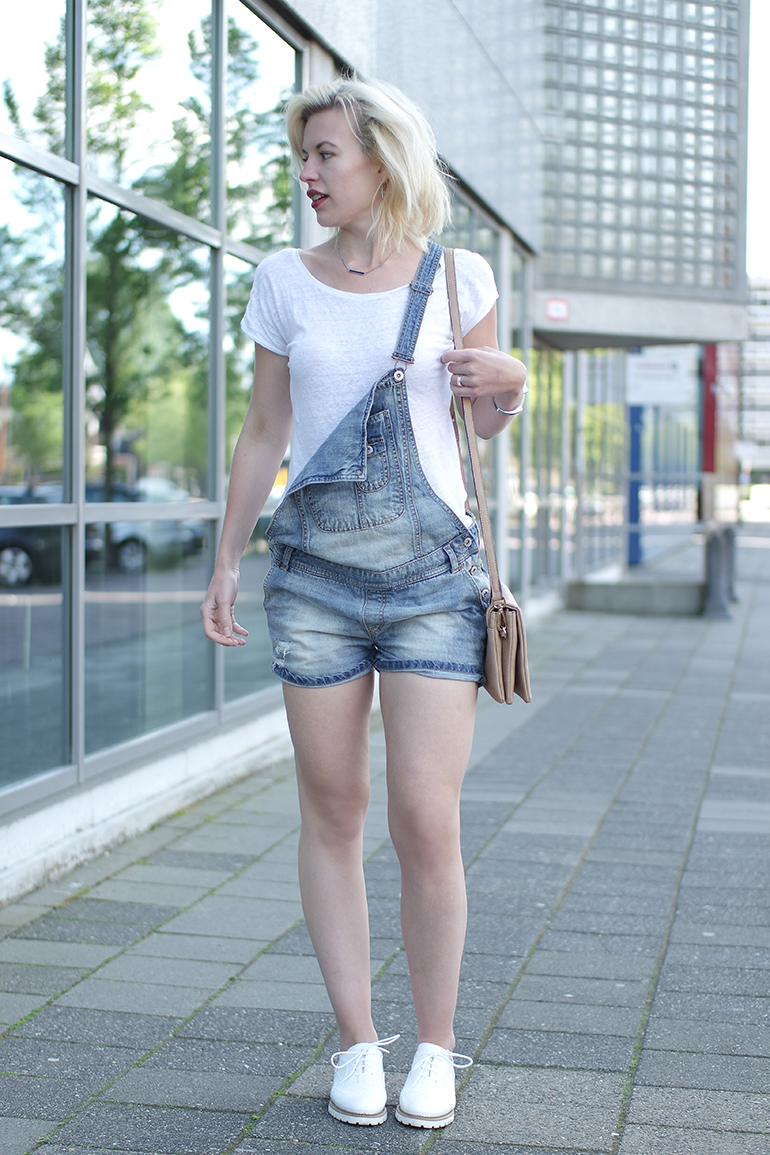 RED REIDING HOOD: Fashion blogger wearing denim dungarees overalls outfit omoda brogues