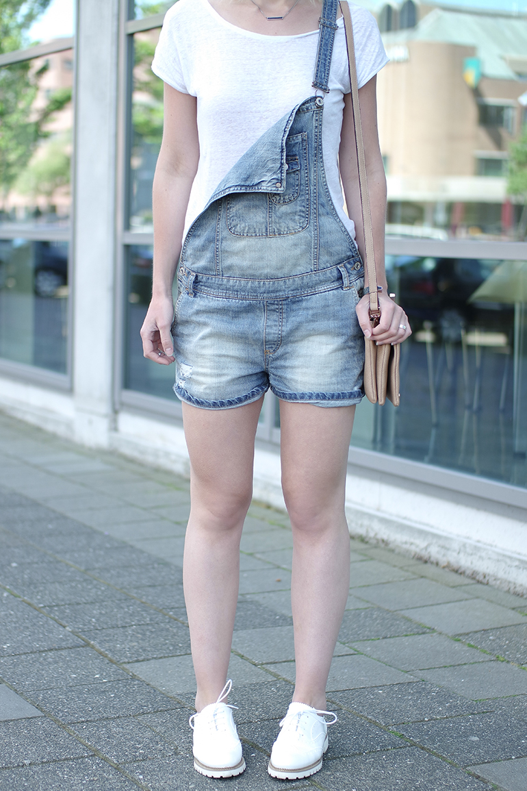 RED REIDING HOOD: Fashion blogger wearing denim dungarees overalls outfit details omoda shoes