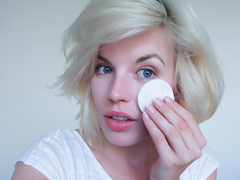 RED REIDING HOOD: Beauty blogger Demake'Up Detox Challenge