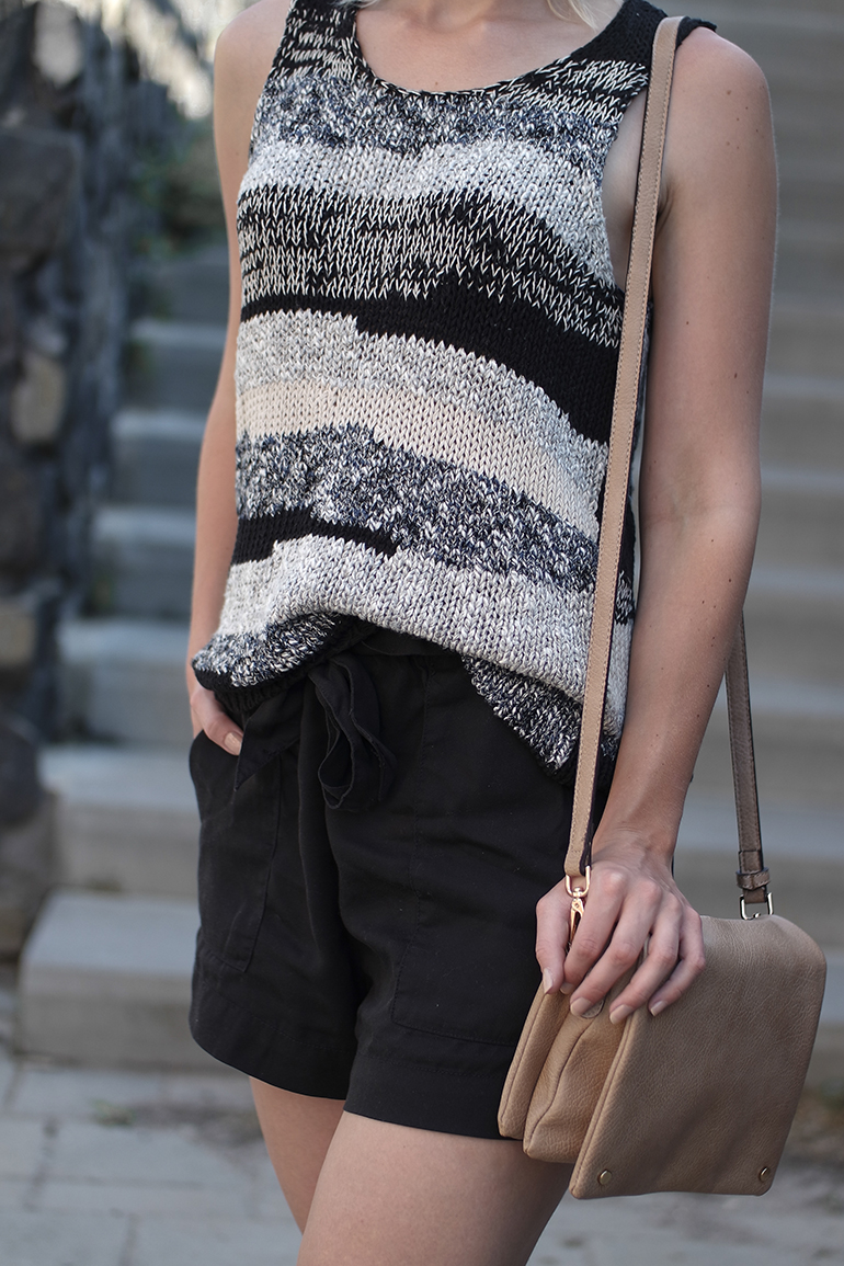 RED REIDING HOOD: Fashion blogger wearing knit top vest mango high waisted linen shorts H&M cross body bag outfit details
