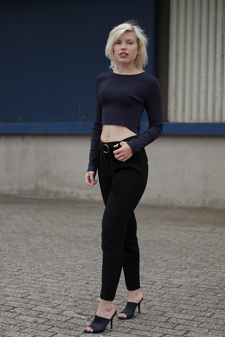 RED REIDING HOOD: Fashion blogger wearing long sleeve crop top H&M Trend mules high waist pants d-ring belt mango outfit