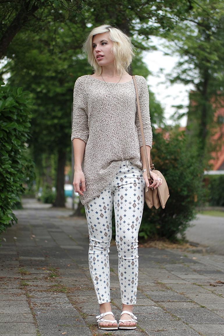 RED REIDING HOOD: Fashion blogger wearing zara print jeans isabel marant oversized asymmetric jumper birkenstock mayari outfit