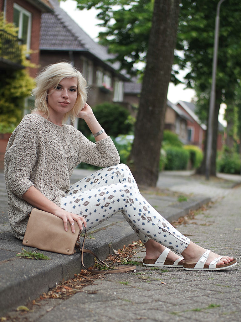RED REIDING HOOD: Fashion blogger wearing birkenstock mayari sandals zara print jeans oversized jumper neutral outfit