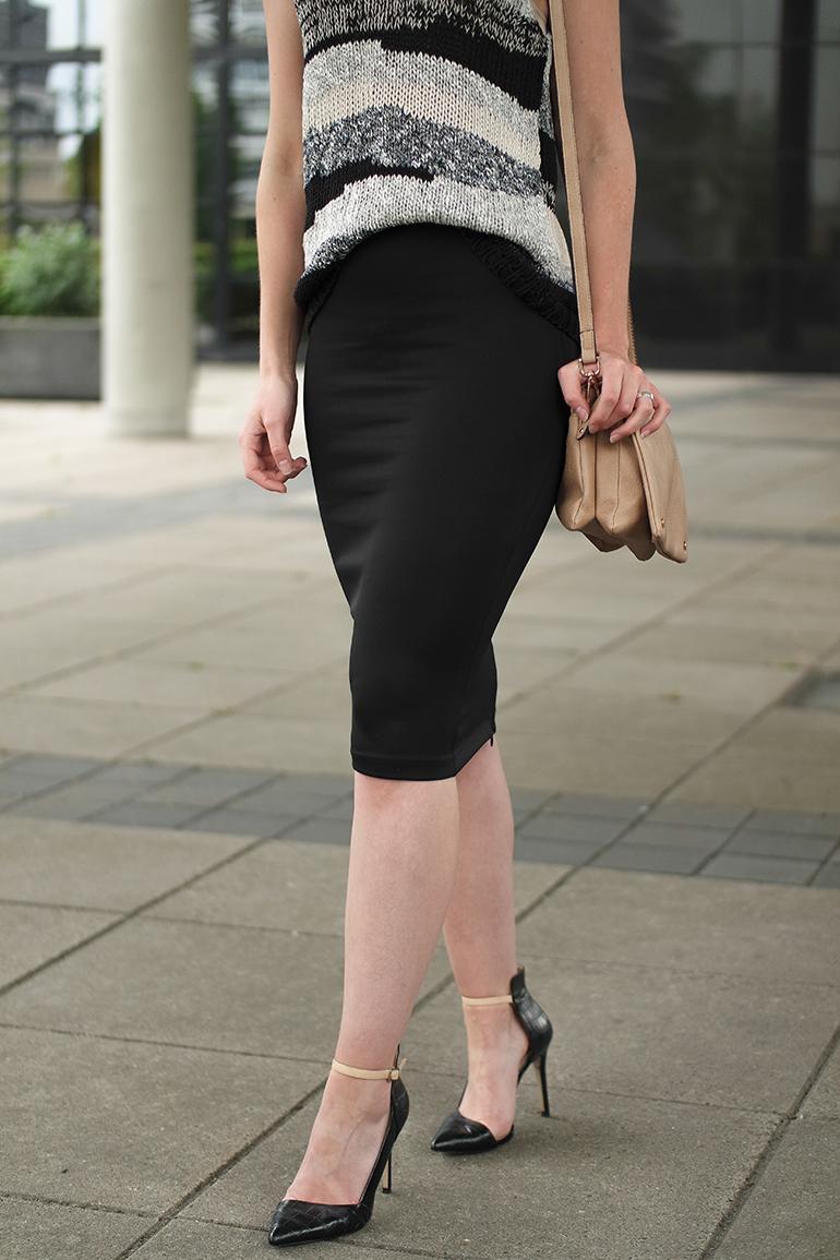RED REIDING HOOD: Fashion blogger wearing pencil bodycon scuba skirt H&M trend knit top mango premium pointy pumps zara trio bag outfit details