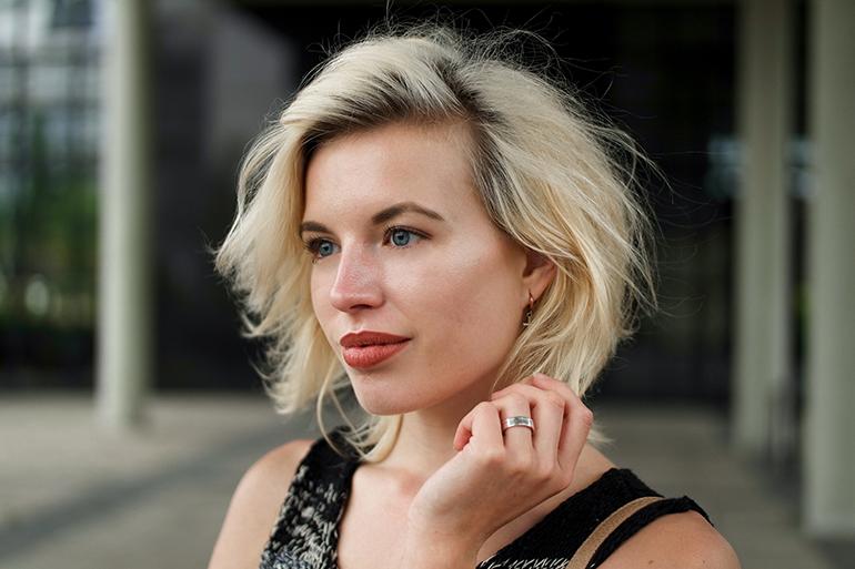RED REIDING HOOD: Fashion blogger short hair messy hair don't care