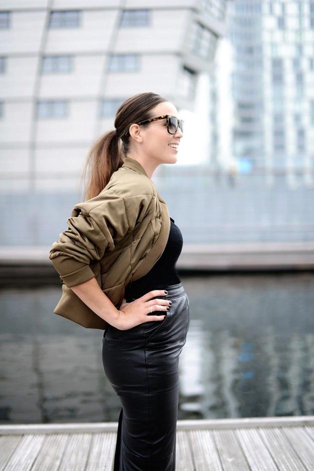 RED REIDING HOOD: Fashion blogger COTTDS come over to the dark side we have fashion cindy van der heyden pregnant zwanger maternity inspiration leather skit bomber jacket