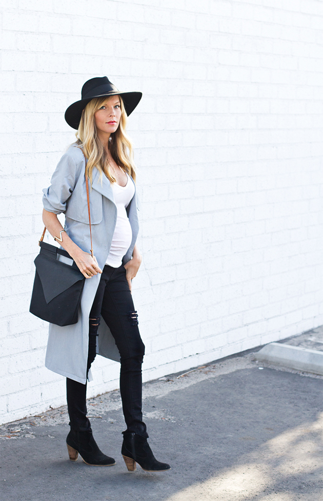 RED REIDING HOOD: Smitten studio fashion blogger pregnancy look ripped jeans trench coat maternity fashion inspiration