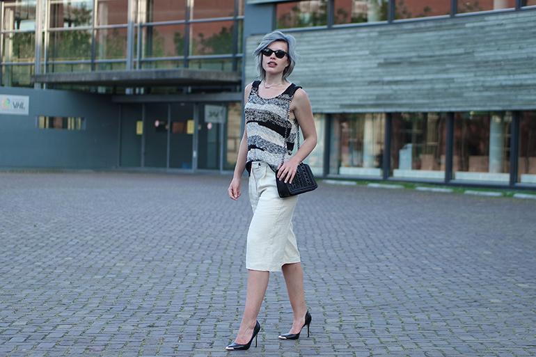 RED REIDING HOOD: Fashion blogger wearing culottes mango zara chain bag guess heels outfit