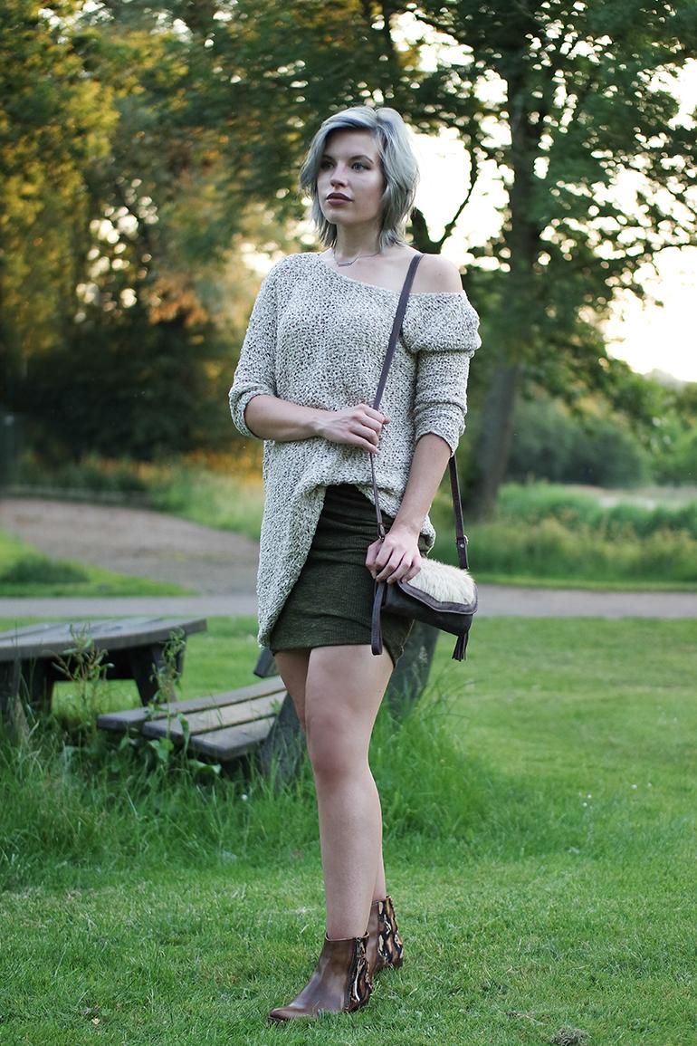 RED REIDING HOOD: Fashion blogger wearing sendra boots zara wrap skirt oversized jumper off shoulder