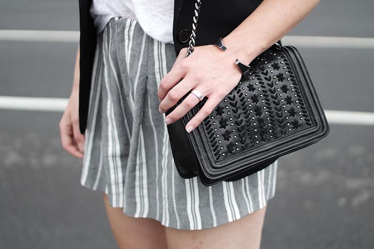 RED REIDING HOOD: Fashion blogger wearing chain bag chanel boy bag zara sale high waist linen shorts culottes outfit details