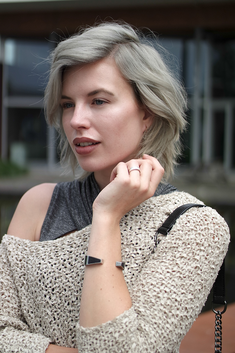 RED REIDING HOOD: Fashion blogger grey blonde hair off shoulder jumper outfit details