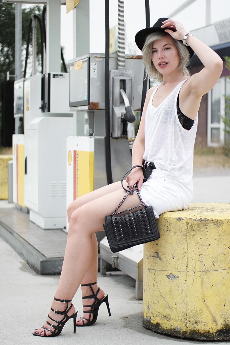 RED REIDING HOOD: Fashion blogger wearing strappy sandals zara chain bag chanel boy bag fedora hat lace triangle bra