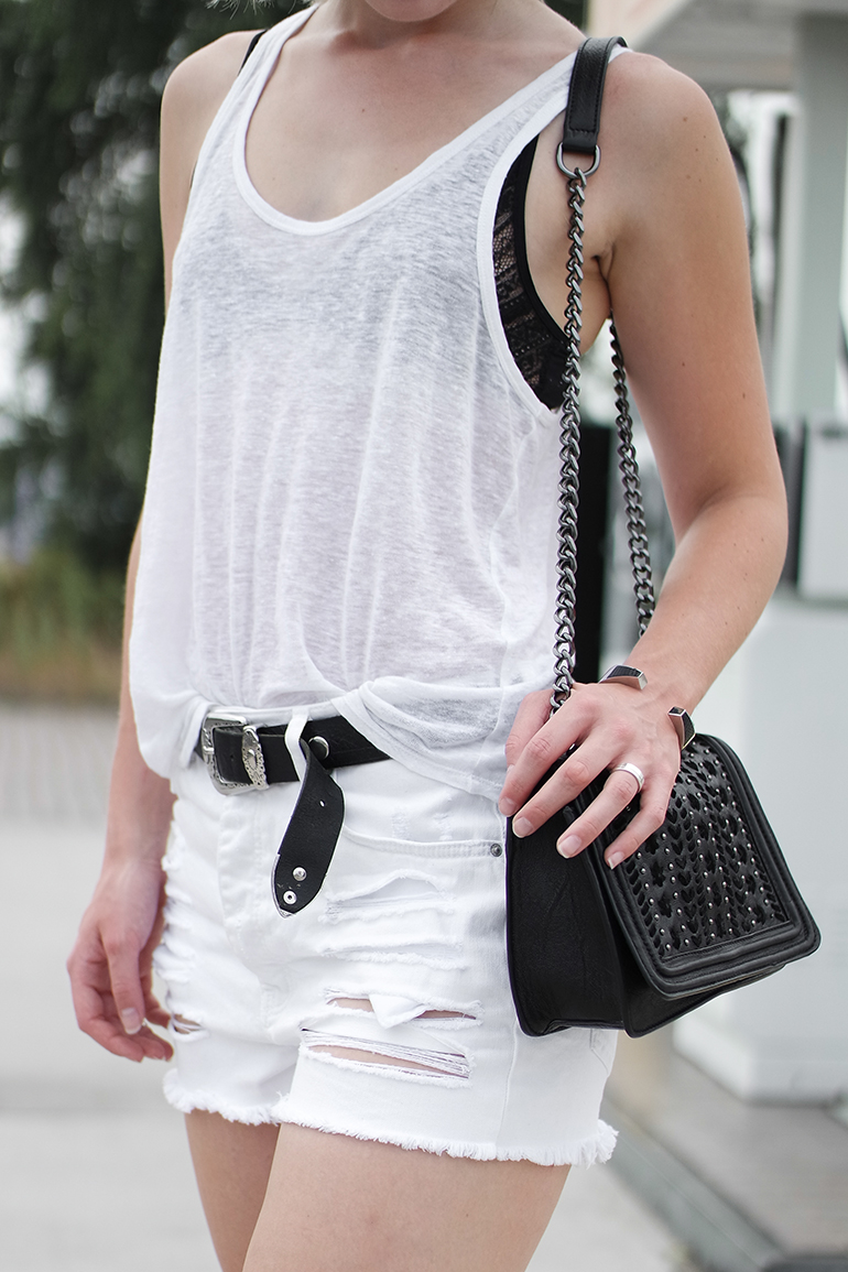 RED REIDING HOOD: Fashion blogger wearing high waist ripped white denim shorts chain bag chanel boy bag replica outfit details lace triangle bra