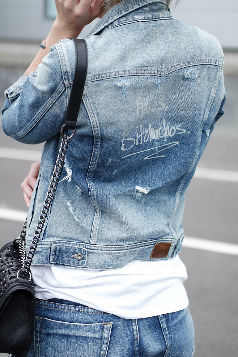 RED REIDING HOOD: Fashion blogger wearing pepe jeans custom studio denim jacket adios bitchachos quote outfit details chain bag