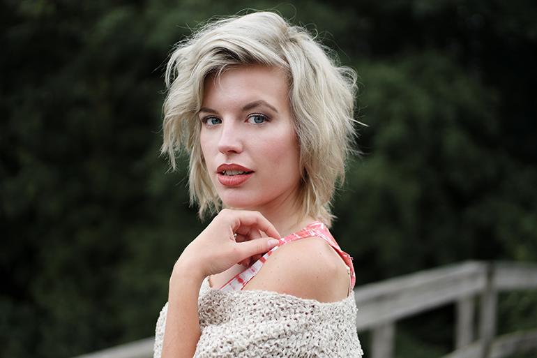 RED REIDING HOOD: Fashion blogger wearing off shoulder jumper cold shoulder knit sweater outfit details