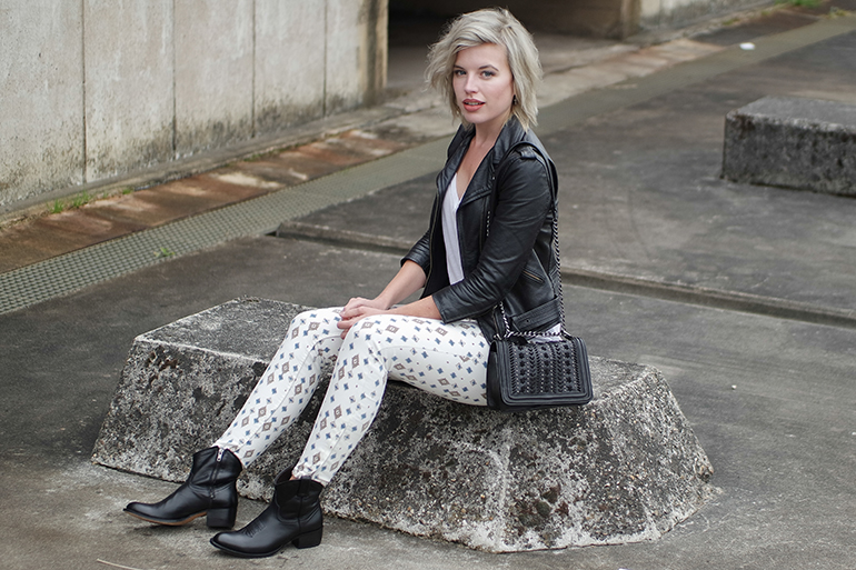 RED REIDING HOOD: Fashion blogger wearing aztec jeans zara isabel marant chanel boy bag replica leather jacket outfit