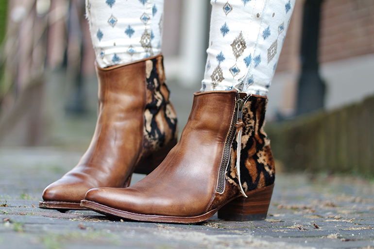 RED REIDING HOOD: Fashion blogger wearing sendra cowboy western boots ponyhair leopard print outfit details
