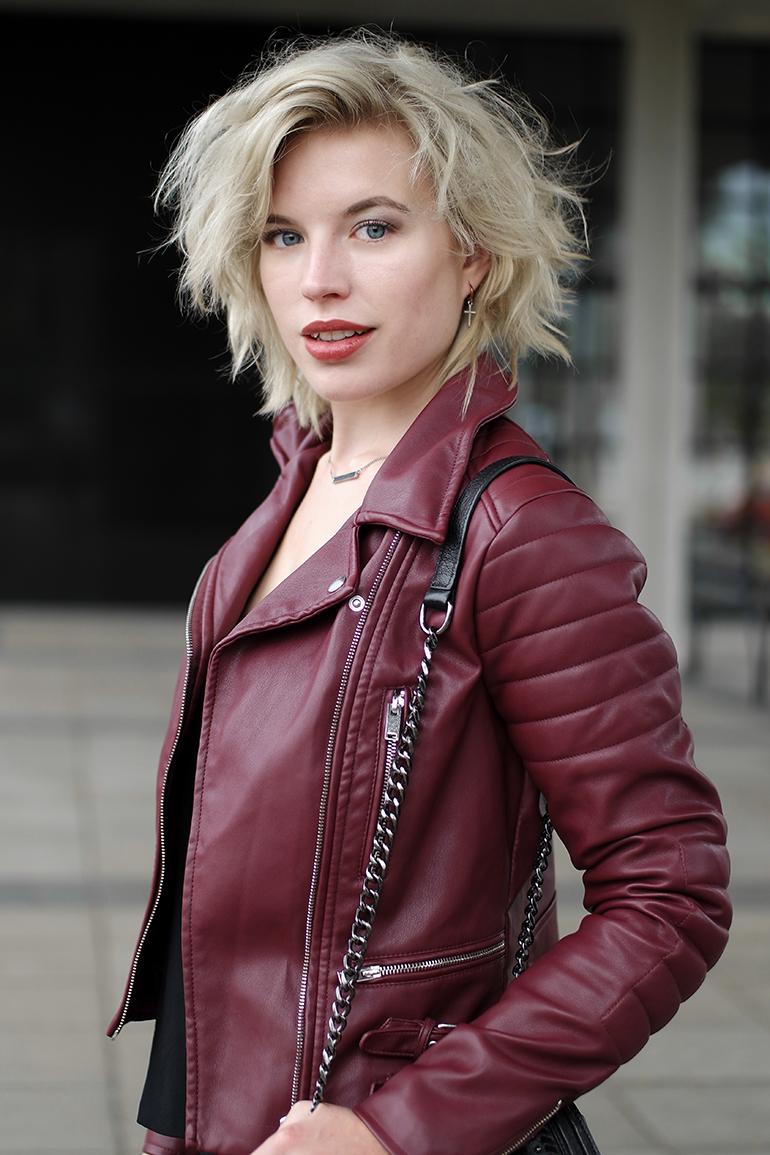 RED REIDING HOOD: Fashion blogger wearing coolcat leren jas burgundy oxblood biker leather jacket outfit details
