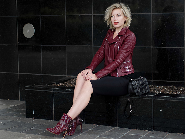 RED REIDING HOOD: Fashion blogger wearing sam edelman mila ankle boots outfit midi skirt oxblood leather jacket