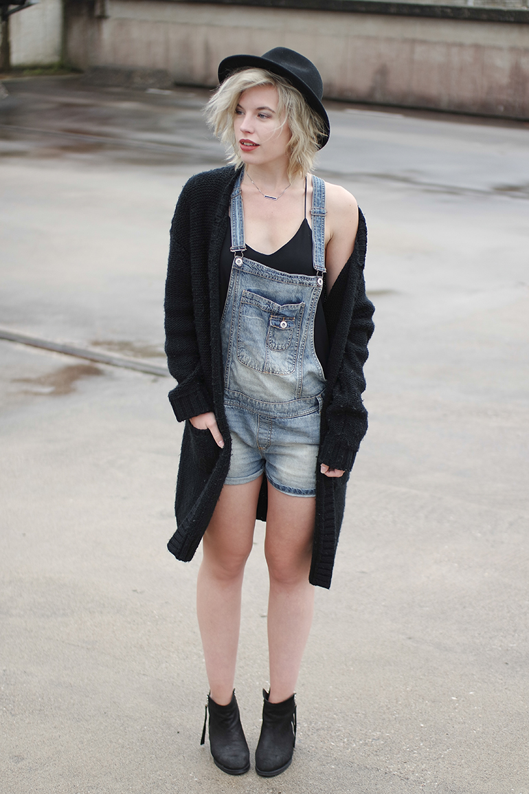 RED REIDING HOOD: Fashion blogger wearing denim dungarees oversized heavy knit cardigan acne pistol boots outfit