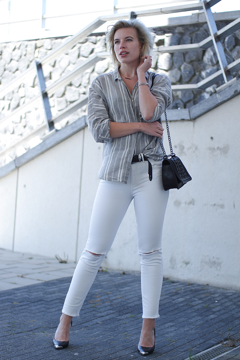RED REIDING HOOD: Fashion blogger wearing ripped white jeans striped shirt outfit guess pumps