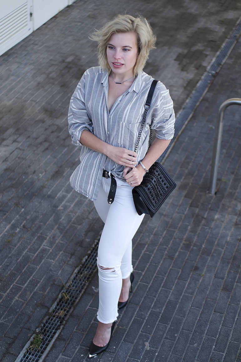 RED REIDING HOOD: Fashion blogger wearing chain bag outfit white jeans ripped knees striped shirt