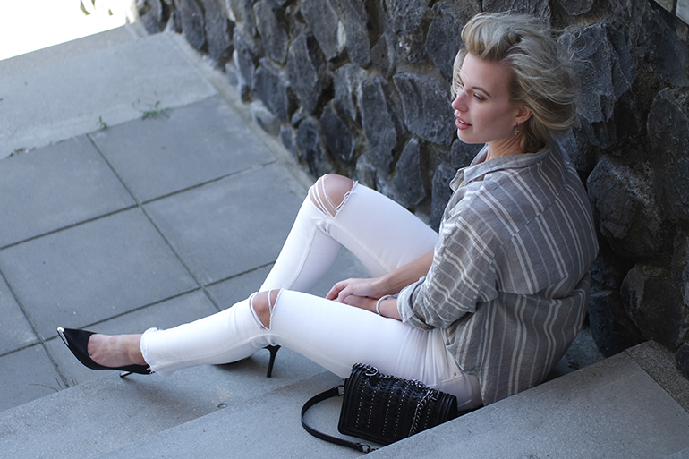 RED REIDING HOOD: Fashion blogger wearing ripped white skinny jeans zara striped linen shirt