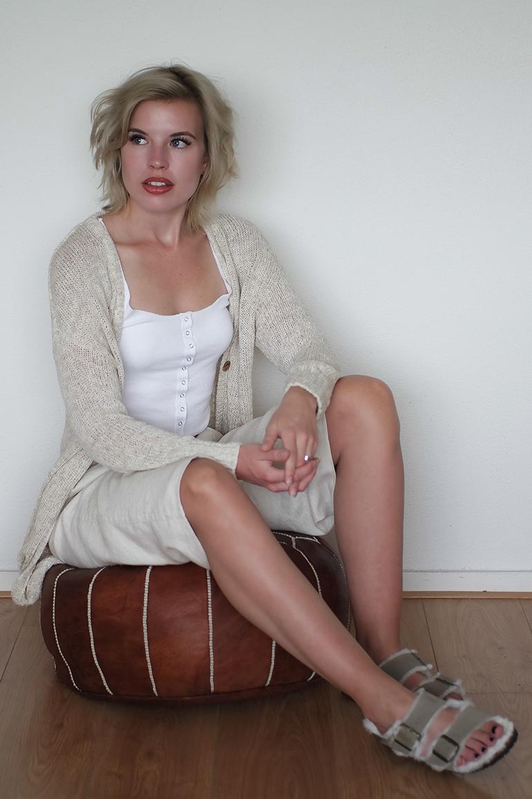 RED REIDING HOOD: Fashion blogger wearing shearling lined birkenstock arizona sandals furkenstocks linen culottes mango outfit
