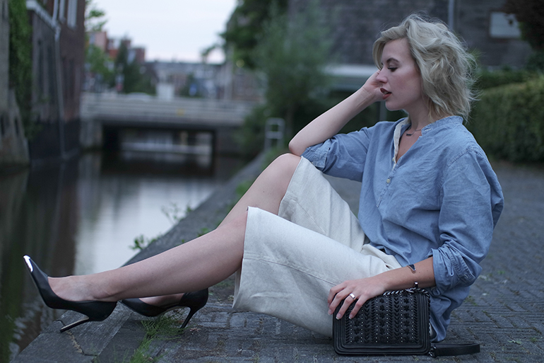 RED REIDING HOOD: Fashion blogger wearing chambray shirt outfit mango linen culottes guess heels outfit