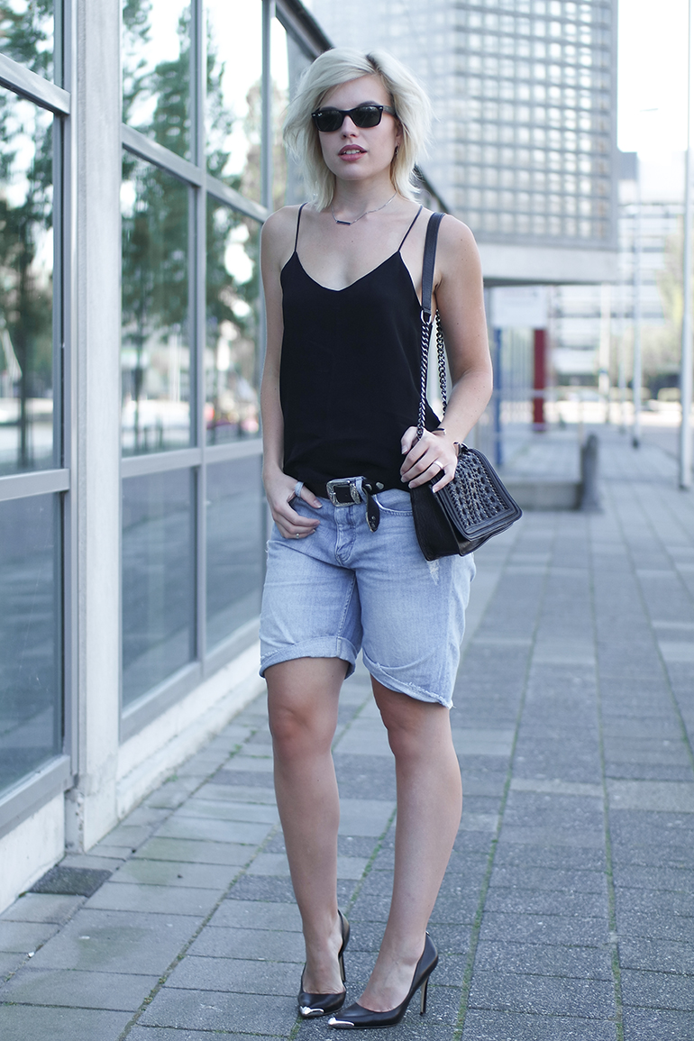 RED REIDING HOOD: Fashion blogger wearing boyfriend shorts cami top guess pumps outfit