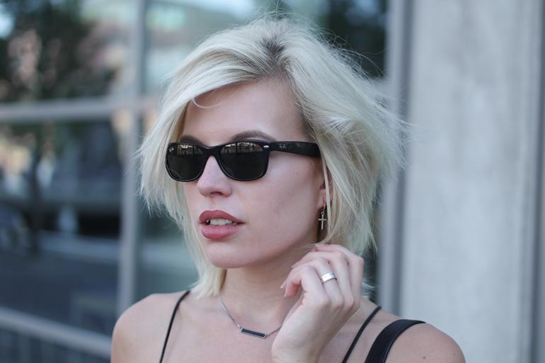 RED REIDING HOOD: Fashion blogger wearing Ray-Ban wayfarer sunglasses outfit details