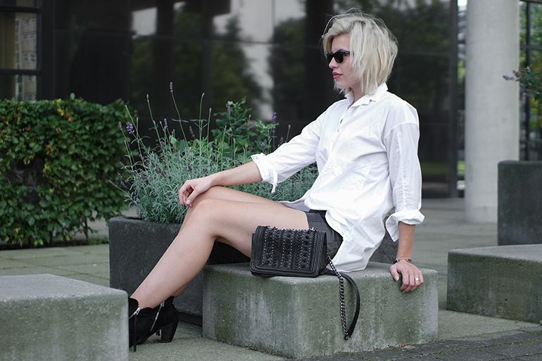 RED REIDING HOOD: Fashion blogger wearing oversized white shirt zara chanel boy bag ko outfit
