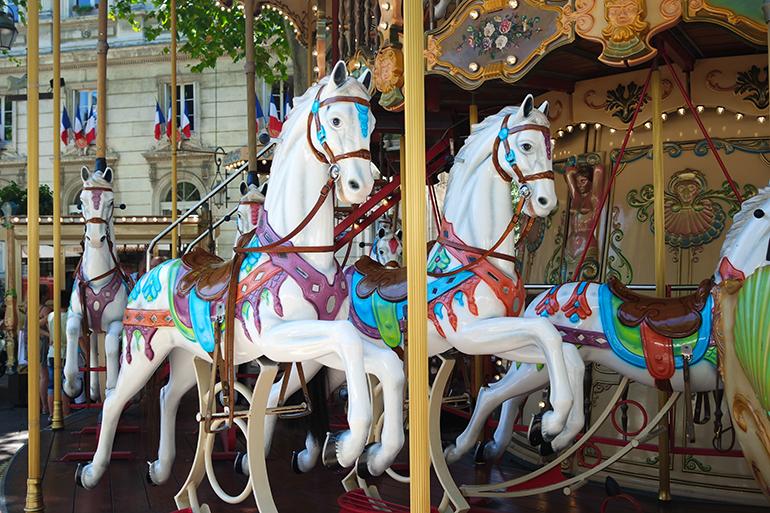 RED REIDING HOOD: Carousel in Avignon travel blogger south France Zuid-Frankrijk