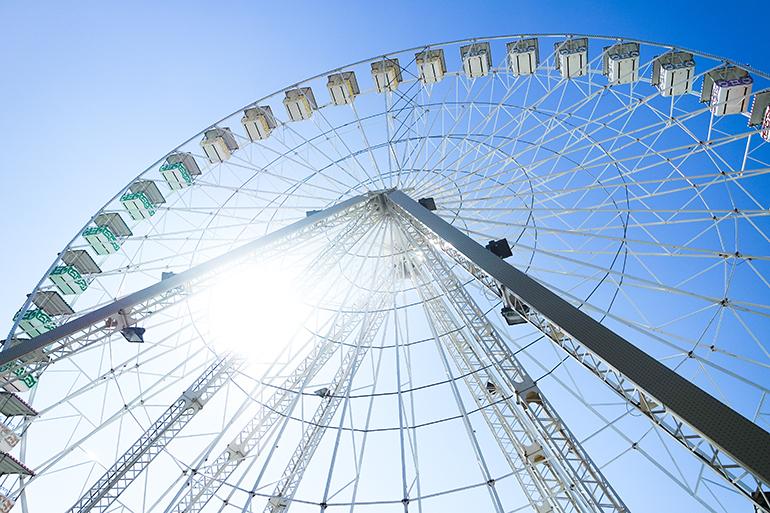 RED REIDING HOOD: Travel blogger ferris wheel Avignon