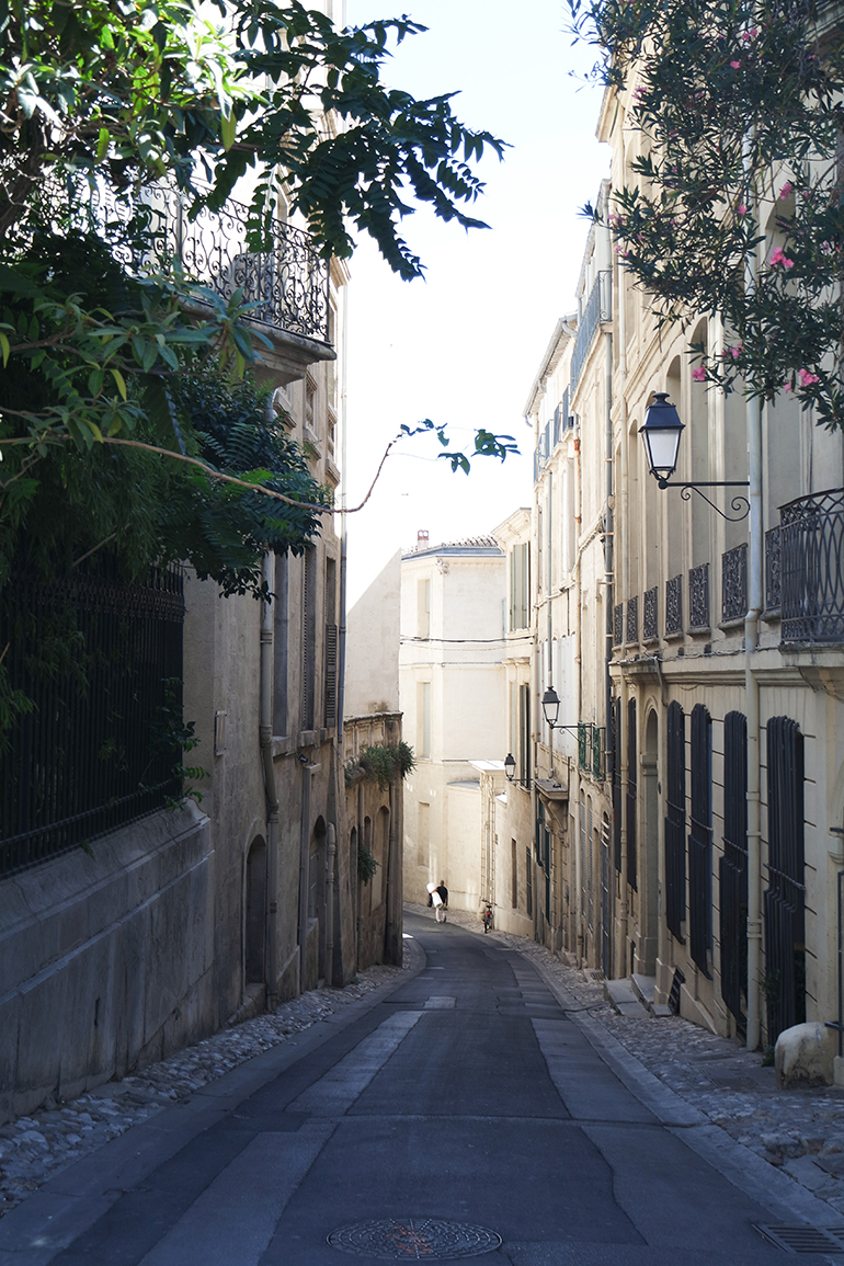 RED REIDING HOOD: Mysterious street in Montpellier photography travel blogger